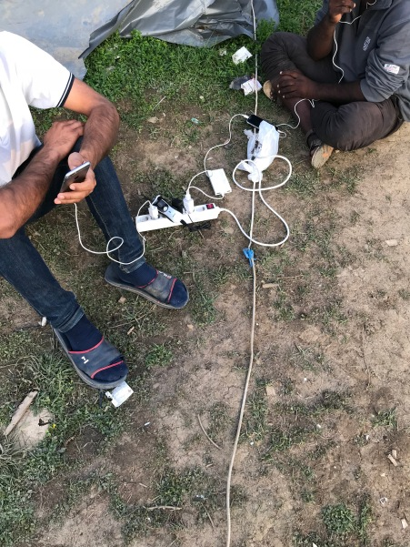 Ohne Strom kein Smartphone. Strom gibt es nur, wenn der Generator läuft.